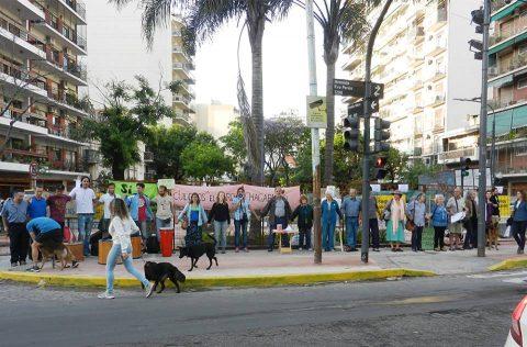 Concurrencia vecinal de la Asamblea de Parque Chacabuco a reunión de diputados