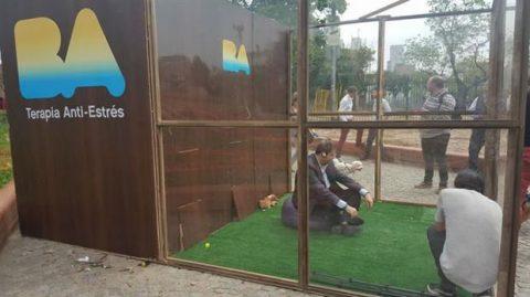"""Nota presentada al Ministro de Espacio Público sobre la instalación de una """"jaula anti-estrés"""" en una Plaza"""